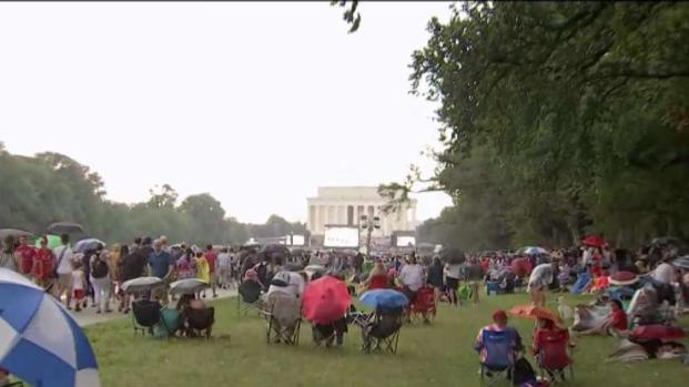 [DC] Crowd Braves Rain for Salute to America