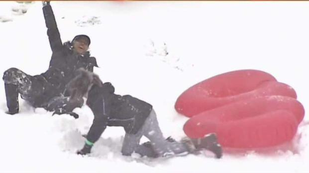 [DC] Laurel Residents Play in Snow