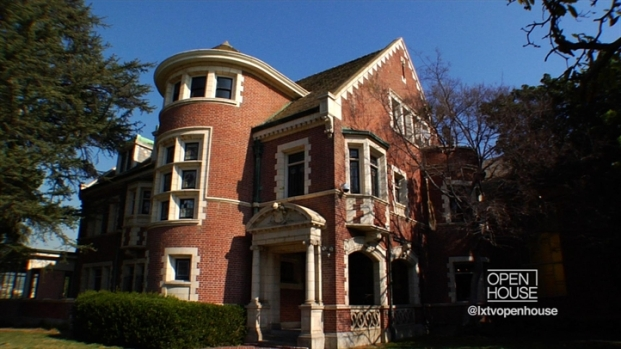 "[LXTVN] Square Feet: Inside the ""American Horror Story"" Home"