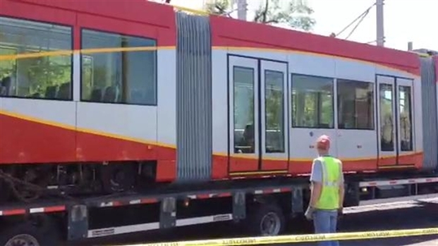 [DC] RAW VIDEO: Streetcar Arriving in Anacostia for Testing