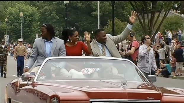 [DC] RG3 Helps Lead Memorial Day Parade in DC