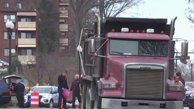 [DC] Witnesses Help Woman Who Pushed Stroller Out of Way of Truck