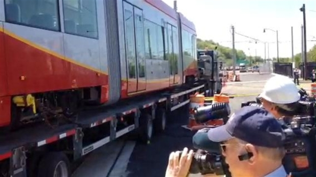 [DC] RAW VIDEO: Workers Align Streetcar to Track