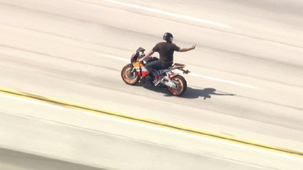 [NATL-V-LA] Raw Video: CHP Pursue Speeding Motorcyclist