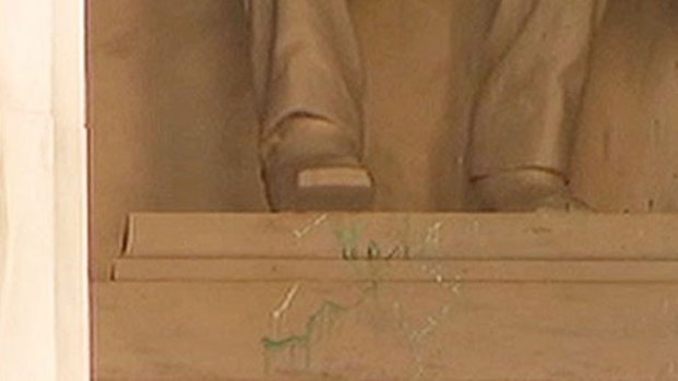 [DC] Lincoln Memorial Vandalized With Green Paint