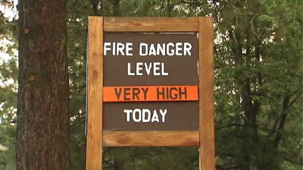 [LA] Concerned Residents Evacuate From Idyllwild