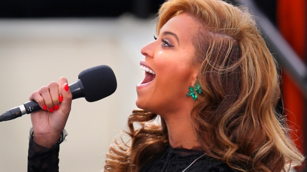 [NATL] Beyonce Performs the National Anthem