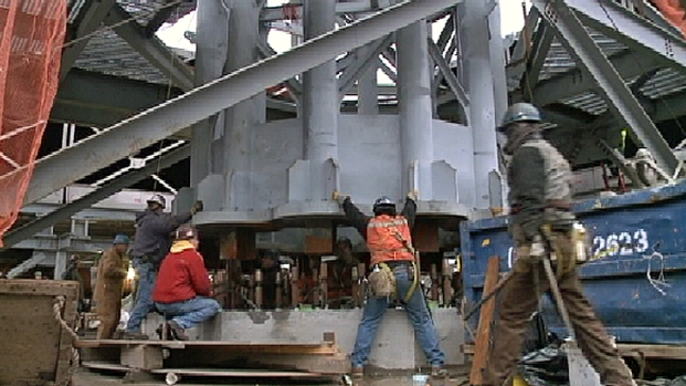 [NY] Workers Install Base of WTC Spire