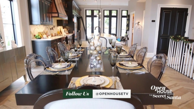 A Glamorous Take on Hosting for the Holidays