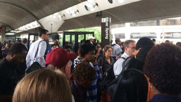 Red Line Packed; Delays Due to Cracked Rail
