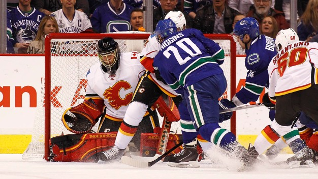 Canucks Power Past Flames, 4-1
