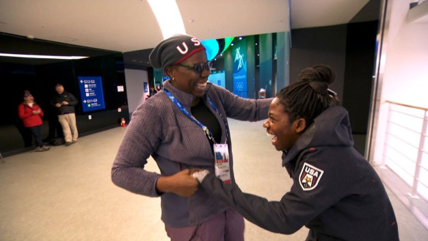Speedskater Maame Biney Meets Leslie Jones at OIympics
