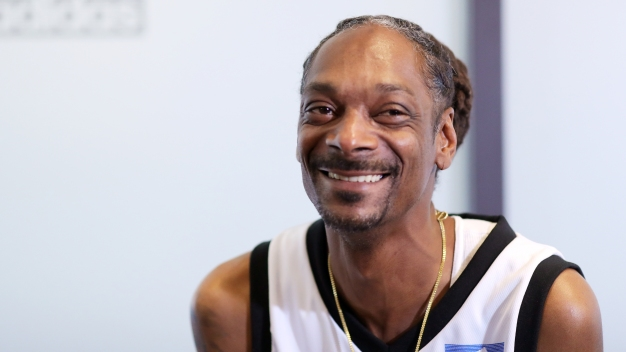 Snoop Dogg Smokes a Blunt Outside White House, Disses Trump