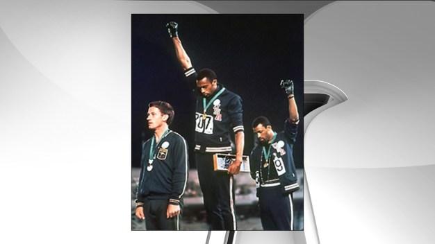 1968 Olympians Smith, Carlos Support Kaepernick' Protest