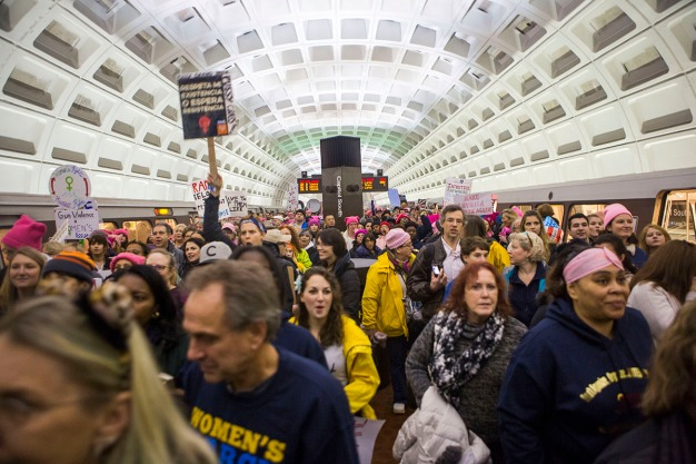 Riders Pack Metro en Route to Women's March