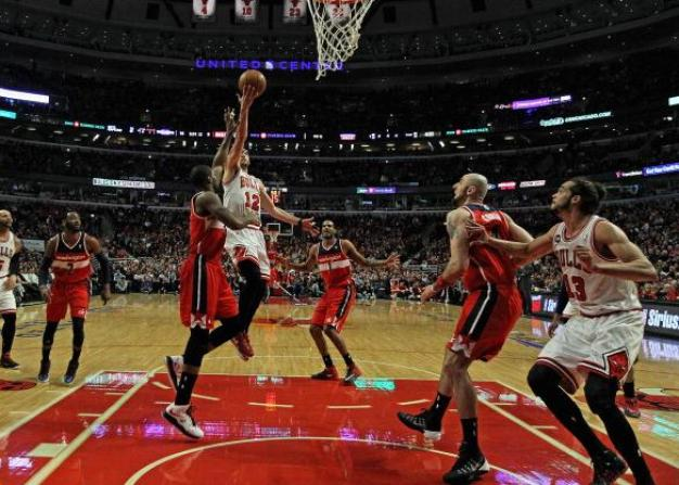 Wizards Defeat Bulls, 101-99, Take 2-0 Lead in Series