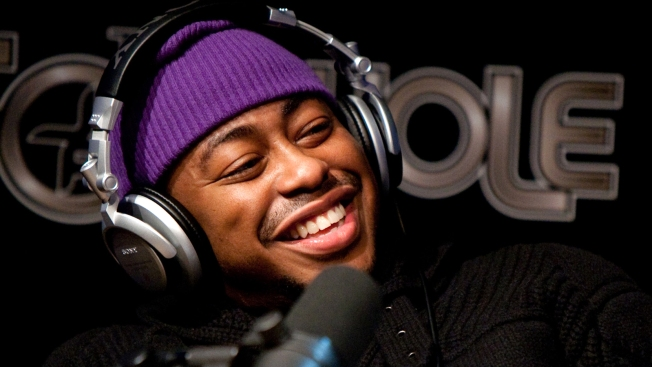 Mayor Gray Gives Raheem DeVaughn Key to the City