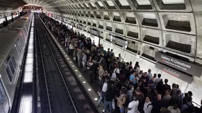 Red Line Delays Tie Up Tuesday Evening for Commuters