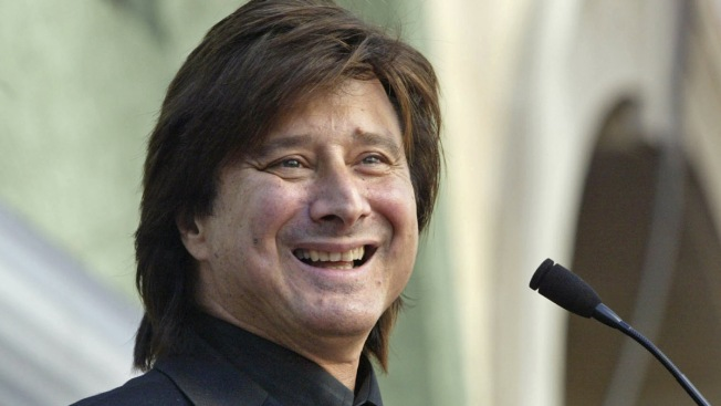 Ex-Journey Frontman Steve Perry Back on Stage