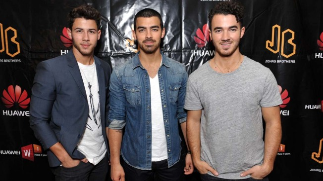 "Jonas Brothers Announce Breakup: ""It Was a Unanimous Decision"""
