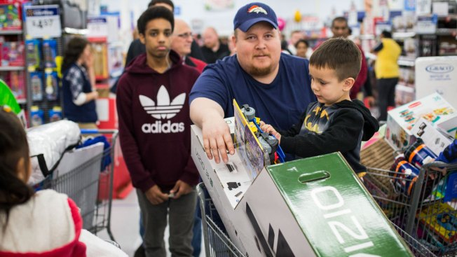 Thanksgiving Weekend Shoppers Spent Less Due to Discounts