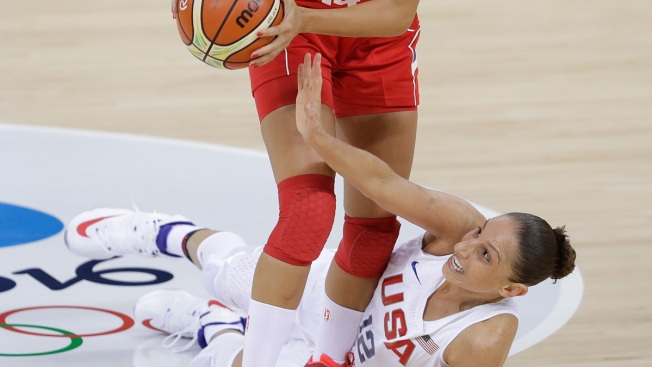Women's Basketball: Taurasi Leads US Over Serbia