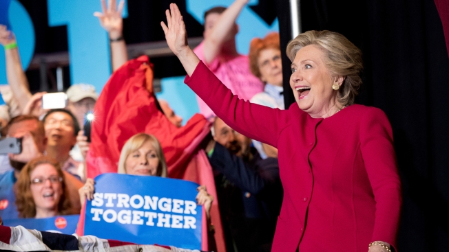 Clinton runs up campaign cash advantage over Trump