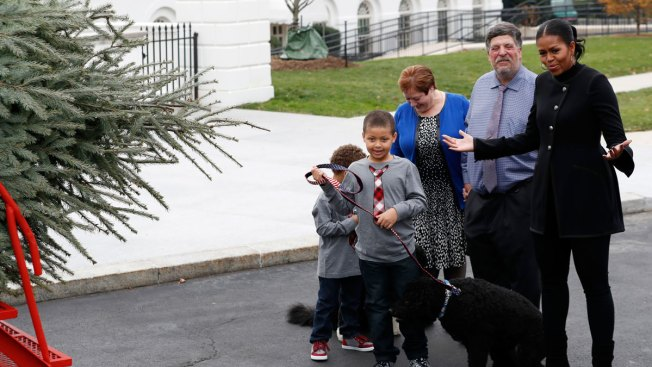 First Lady Michelle Obama Receives Final White House Christmas Tree
