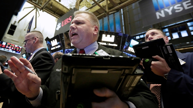 Dow Bounces More Than 300 Points Friday, Still Ends Week Down 5 Percent