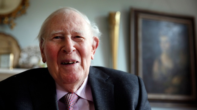 Roger Bannister, 1st to Run Mile in Under 4 Minutes, Dies