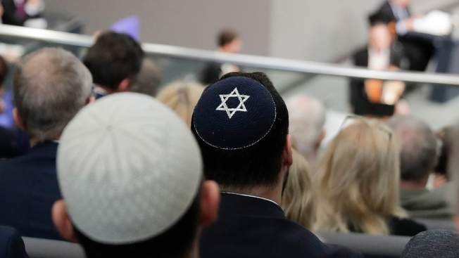 Israeli President Shocked by German Skullcap Warning