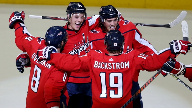 Ovechkin, Champion Capitals Rout Bruins 7-0 in Season Opener