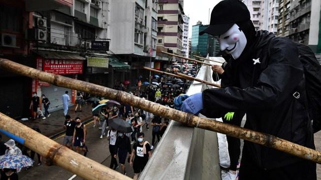 Protests, Clashes as Bid to Block Hong Kong Mask Ban Fails