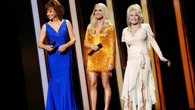 Despite Female Push, Garth Brooks Bests Underwood at CMAs
