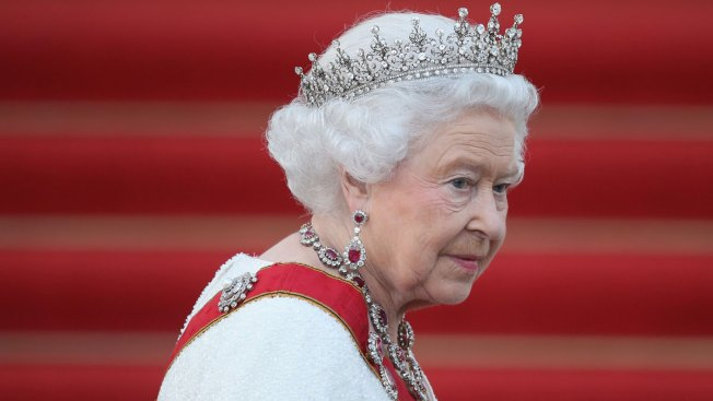 Queen Elizabeth Cancels Christmas Travel Plans Due to 'Heavy Cold'