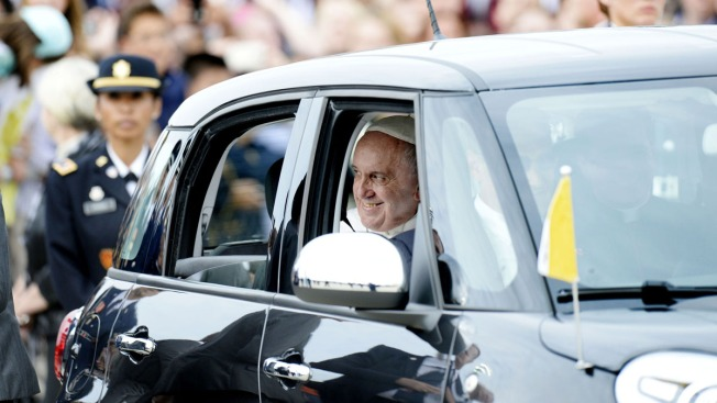 Fiat Used as Popemobile Going on Display in DC