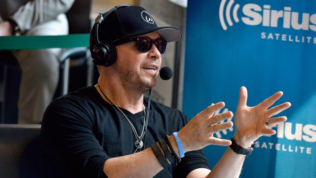 Donnie Wahlberg leaves $2000 tip at a Waffle House
