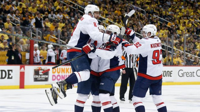 Ovechkin's Late Goal Lifts Capitals by Penguins 4-3