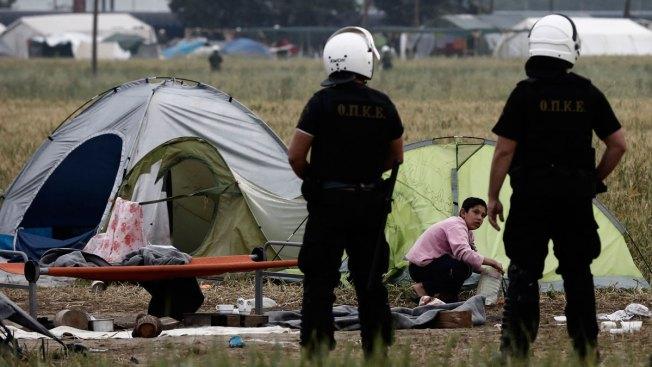 Greek Authorities Begin Evacuation of Refugee Camp