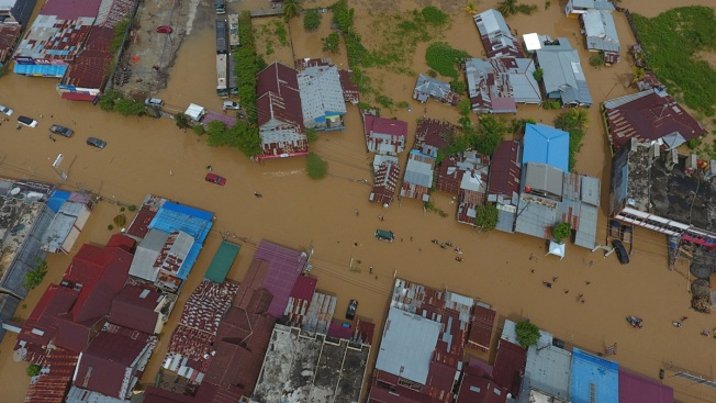 Indonesia Floods Kill at Least 31, Thousands Displaced