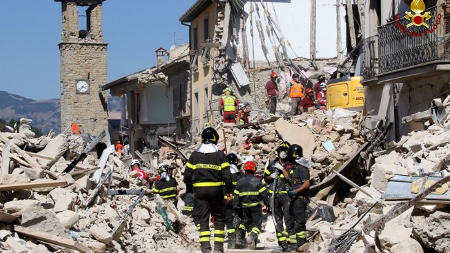 Quake-Hit Italian Town Files Complaint Over Charlie Hebdo 'Lasagna' Cartoon