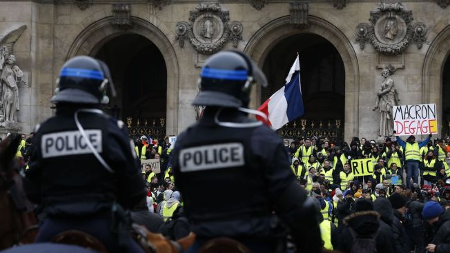 Scuffles With Police in Paris But Protest Mostly Peaceful