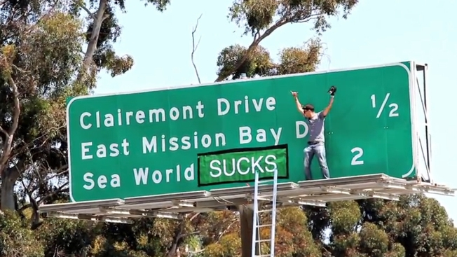 """""""Jackass"""" Star Could Face Charges for SeaWorld Sign Stunt"""