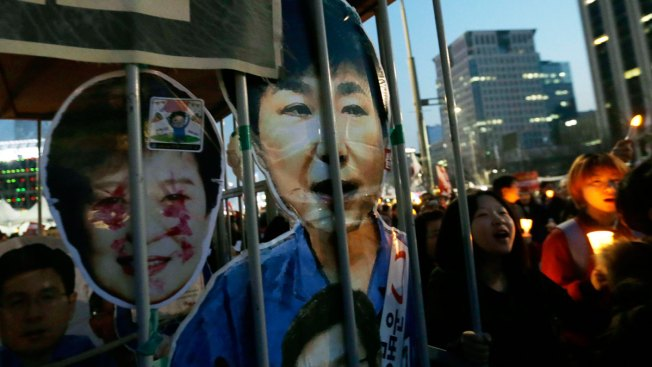Ousted S. Korea Leader Arrives Back Home, Expresses Defiance