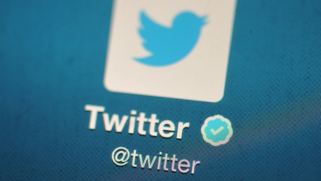Love at First Tweet: Woman Weds Twitter Follower 3 Years After Joke About Marrying Him