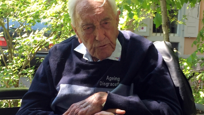 Australian, 104, Sings Cheerily on Eve of Assisted Suicide