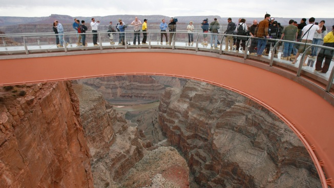 Official: Man Jumps to His Death at Grand Canyon Skywalk