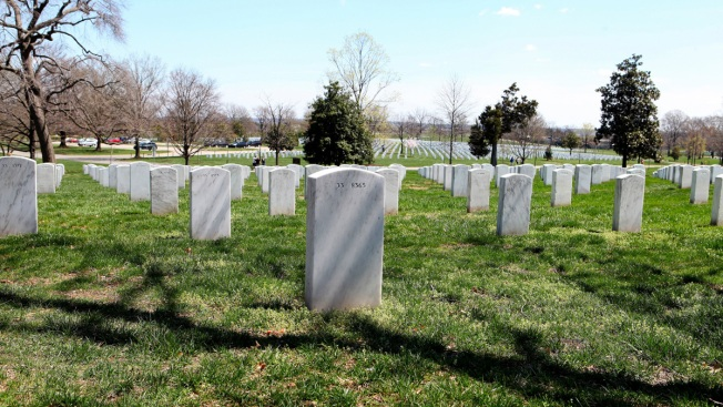 Let Female WWII Pilots Into Arlington Cemetery: Senators