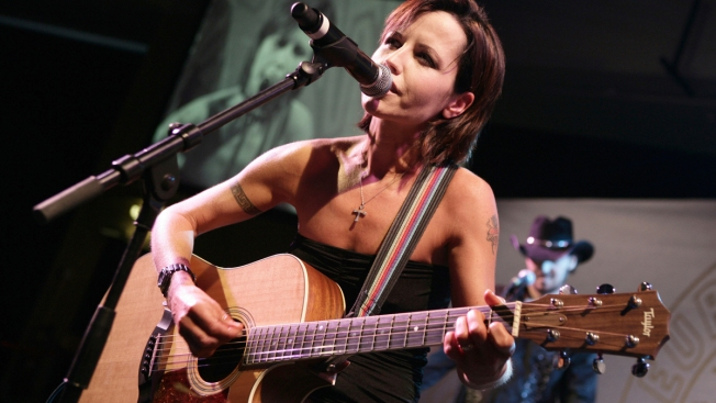 Cranberries Singer O'Riordan Drowned After Drinking, Coroner Concludes