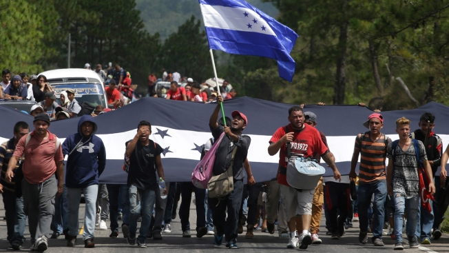 Honduran Migrant Caravan Bound for US Crosses Guatemala Border; Trump Responds